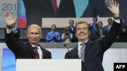 Путин и Медведев: перемена мест слагаемых