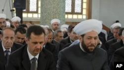 Syrian President Bashar Assad and Grand Mufti Ahmad Badreddin Hassoun (right), attend a religious festival in Damascus. (File Photo)