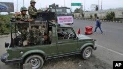 سربازان هندی در کشمیر