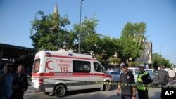 2016年4月27日警方在土耳其布尔萨自杀式炸弹爆炸现场警戒。