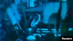 بینظیر بھٹو کے قتل سے چند لمحات قبل کی ویڈیو سے لی گئی تصویر (فائل)