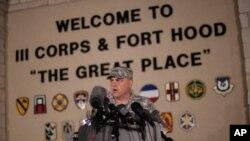 Командувач бази Форт-Гуд Марк Міллі на зустрічі з журналістами після трагічної події
