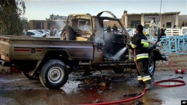 Hiện trường sau một vụ đánh bom ở tỉnh Helmand, Afghanistan.