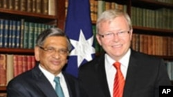 케빈 러드 호주 외무장관(우)과 회담하는 크리시나 인도 외무장관
