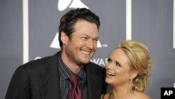 Blake Shelton será uno de los anfitriones del evento y su esposa, Miranda Lambert actuará durante la ceremonia.