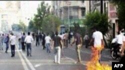 Официальный Тегеран не сдается иранскому народу