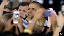 El presidente Barack Obama realiza una intensa campaña en distintos estados del país para animar a los alcaldes y gobernadores a aumentar el salario mínimo en sus estados.