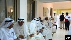 科威特選民正在排隊等候投票