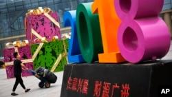 北京一位購物男士。(資料圖片)