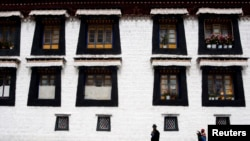 西藏的朝圣者(资料照片)