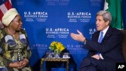 Nkosazana Dlamini Zuma et John Kerry en 2014 (AP Photo/ Evan Vucci)