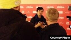 """Timothy """"Timo"""" Tjahjanto bersama wartawan di acara Red Carpet film """"Killers"""" (Dok: Vena Annisa)"""