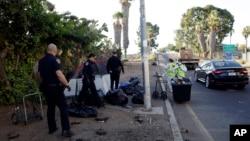 美國加州聖迭戈警察清除街頭無家可歸者留下的帳篷