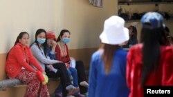 Đảng của ông Hun Sen biết cần phải tăng cường hình ảnh của mình trong giới công nhân dệt may, đa số là phụ nữ trẻ tuổi dùng đồng lương của mình để giúp đỡ cho gia đình.