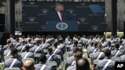 Predsednik Donald Tramp obraća se diplomcima vojne akademije Vest point, 13. jun 2020. (Foto: AP/Alex Brandon)