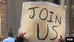 Para demonstran anti-kapitalisme di Chicago saat melakukan aksi unjuk rasa.