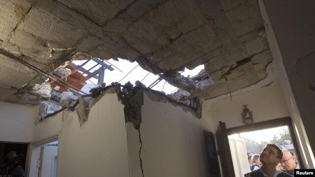 Al sur de Israel, en la ciudad de Ofakim, cayó un cohete disparado desde Gaza. Las casas del lugar quedaron destruidas.