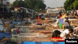 Des déplacés à l'aéroport de Bangui