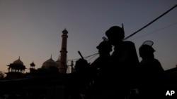 ایودھیا سمیت کئی اضلاع میں سیکیورٹی سخت کر دی گئی ہے — فائل فوٹو