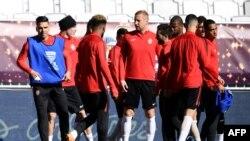 L'attaquant colombien de Monaco Radamel Falcao, à gauche, participe à une séance d'entraînement avec ses coéquipiers au Stade Matmut Atlantique à Bordeaux, le 30 mars 2018.