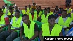 Au total 528 jeunes de la commune V, à Torokoroboubou, ont été formés dans le cadre du réseau des secouristes volontaires, Bamako, 6 juin 2016 (VOA/Kassim Traore)