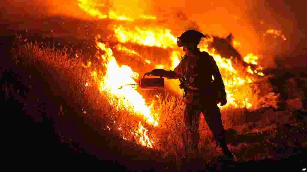 Incendie enCalifornie : les flammes ont carbonisé plus de 60.000 hectares et détruit au moins 24 résidences.