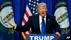 El candidato republicano a la presidencia Donald Trump habla durante una manifestación el martes 1 de marzo de 2016, en Louisville, Kentucky.