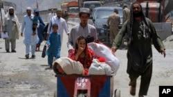 طورخم بارڈر عارضی طور پر کھولنے کے بعد 20 ہزار کے لگ بھگ افغان اپنے وطن واپس چلے گئے۔