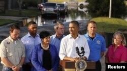 Presiden AS Barack Obama mengunjungi penduduk yang dilanda oleh topan Isaac di Ridgewood Place, negara bagian Louisiana (3/9).