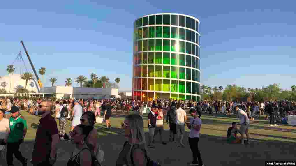 چقدمان «اسپکترا» یک چیدمان هنری هفت طبقه در جشنوارهٔ موسیقی و هنر «کوچلا ولی» سال ۲۰۱۸ در کالیفرنیا بود.