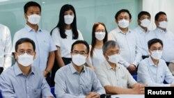 香港教育專業人員協會會長馮偉華2021年8月10日在記者會上宣布教協解散 (路透社照片)