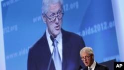 ອະດີດປະທານາທິບໍດີສະຫະລັດ ທ່ານ Bill Clinton ກ່າວຄໍາປາໄສ ໃນວັນປິດກອງປະຊຸມ International AIDS Conference 2012, ວັນສຸກ ທີ 27 ກໍລະກົດ, 2012, ທີ່ Washington, D.C.