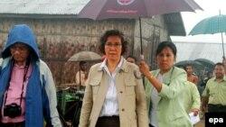 ၂၀၁၄ ဇူလိုင္လတုန္းက Ms. Yanghee Lee ရခိုင္ျပည္နယ္ ဒုကၡသည္စခန္းမ်ားကို သြားေရာက္ေလ့လာစဥ္