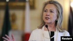 La secretaria de estado, Hillary Clinton, habló sobre la importancia de los temas básicos de la Cumbre en la conferencia Conectando con las Américas, en la Casa Blanca.