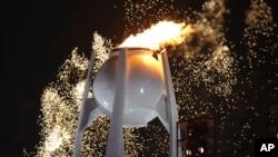 Des feux d'artifice lors de la cérémonie d'ouverture des Jeux olympiques d'hiver à Pyeongchang, Corée du Sud, le 9 février 2018.