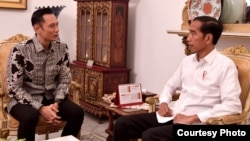 Komandan Kogasma Partai Demokrat Agus Harimurti Yudhoyono (AHY) bertemu dengan Presiden Joko Widodo di Istana Negara, Jakarta , Kamis (2/5) (Foto: Biro Pers Setpres RI).