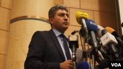 Bộ trưởng Hàng không Dân dụng Ai Cập Sherif Fathy trong cuộc họp báo về vụ rớt máy bay, ngày 19/5/2016.