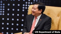 Đinh La Thăng trong lần tiếp cựu ngoại trưởng Mỹ. (State Department photo/ Public Domain)