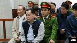 Cựu thượng tá Công an Phan Văn Anh Vũ tại một phiên toà xét xử ngày 30/1/2019. Một cựu quan chức của Tổng cục Tình báo Bộ Công an Việt Nam vừa bị truy tố vì liên quan đến vụ án Vũ 'Nhôm'.
