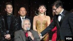 Lam Phương trong một chương trình âm nhạc tại Dallas. (Hình: Đinh Yên Thảo)