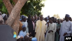 2013年9月19日,尼日利亚遭受屠杀村子的一个村民在讲述杀害情况。