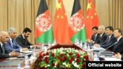 د چین اؤ افغانستان مشران غونډه کوي