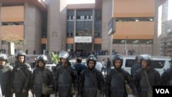 La police anti-émeute égyptienne à Gaza, Egypte, 16 janvier 2017. (VOA/ Hamada Elrasam).
