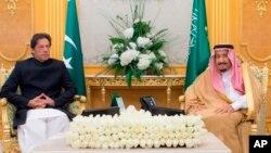 عمران خان روز چهارشنبه (۲۸ سنبله) با پادشاه عربستان سعودی در شهر جده ملاقات کرد.
