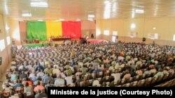 Ouverture du procès de Sanogo devant une cour d'assises de Sikasso, dans le sud du Mali, le 30 novembre 2016.