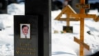 Tư liệu - Ngôi mô của Sergey Magnitsky ở nghĩa trang Preobrazhensky tại Moscow, ngày 11 tháng 3, 2013