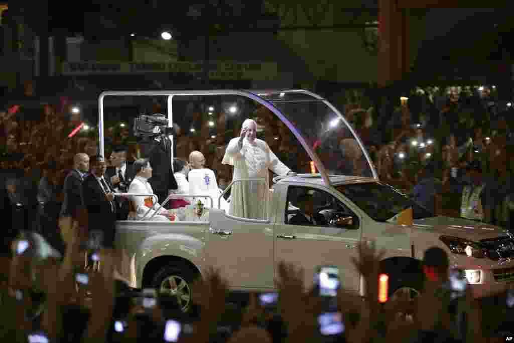 Roma Papası Filippinin paytaxtı Manilada - 15 yanvar, 2015