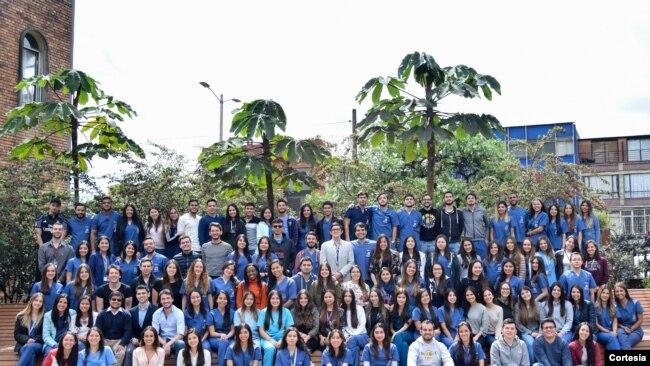 Promoción de Médicos de la Escuela de Medicina y Ciencias de la Salud de la Universidad del Rosario que se graduó anticipadamente. Foto: [Cortesía: Andrea Castro]
