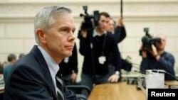 2009年时任加拿大驻华大使的马大维在加拿大议会作证(路透社)