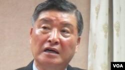 台湾国防部长高华柱2012年10月12日在立法院发表谈话(美国之音张永泰拍摄)
